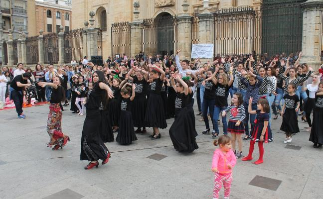 Decenas de jienenses bailan para exigir un Conservatorio de Danza en la capital