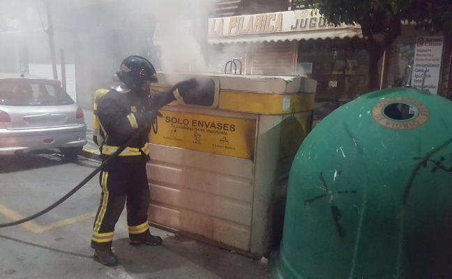 Varios contenedores arden de forma simultánea