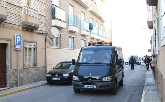 El hombre que mató a su hijo de una puñalada en Balerma se sentará hoy ante el juez