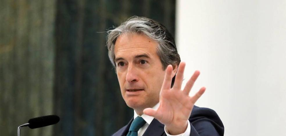 El ministro de Fomento denuncia la «presión del alcalde»