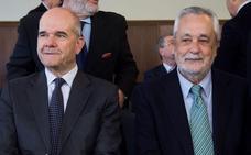 Susana Díaz expresa que le gustaría que Chaves y Griñán, dos personas «honestas», volvieran a ser militantes del PSOE