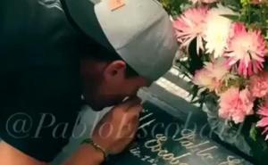 Esnifar cocaína en la tumba de Pablo Escobar, nueva moda turística en Colombia
