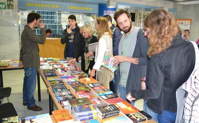El Centro de Lenguas de la UAL celebra su Día del Libro con obras de todo el mundo