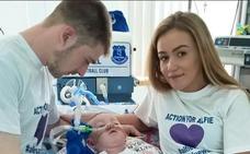 Desconectan al bebé Alfie Evans y su padre asegura que sigue respirando horas después