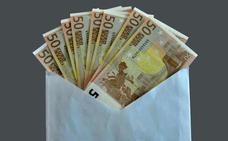 «Un vecino ejemplar»: encuentra casi 2.000 euros en la calle y los entrega en una comisaría de Policía