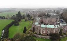 Graba con un dron a un fantasma cabalgando en un castillo del siglo IX
