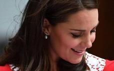 El vestido homenaje de Kate Middleton a Lady Di: radiante solo 6 horas después de parir