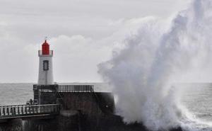 Expertos alertan del preocupante aumento del tamaño de las olas en Europa