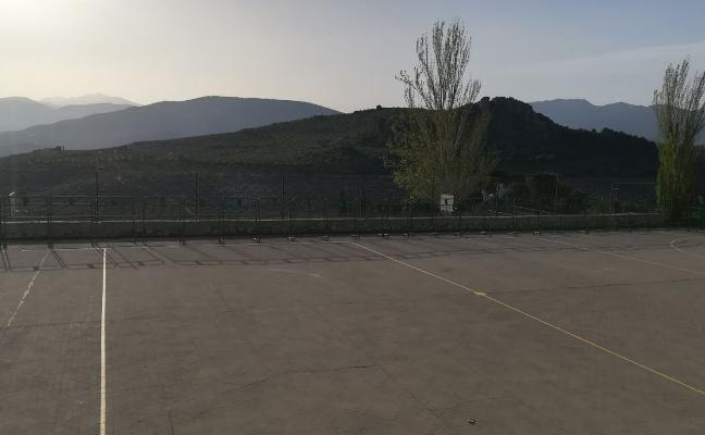 Retiran las vallas caídas en el colegio Martín Noguera