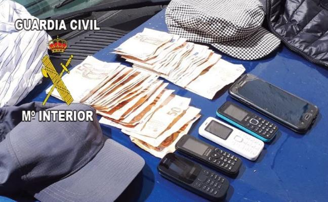 Dos detenidos por robar casi 3.000 euros de un banco de La Carolina