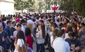 Granada tendrá cuatro cruces con barra, vigilantes de seguridad y aforo limitado