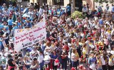 Más de un millar de estudiantes celebran el Día del Libro por las calles de Motril