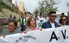 Los vecinos del Tomillo cortan la circunvalación de Jaén