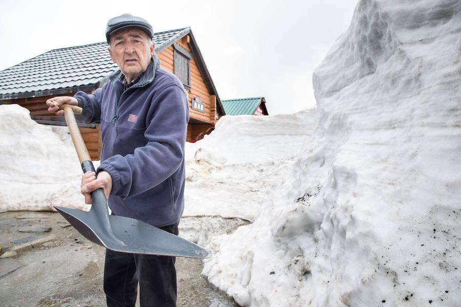 Dos meses sepultados bajo la nieve