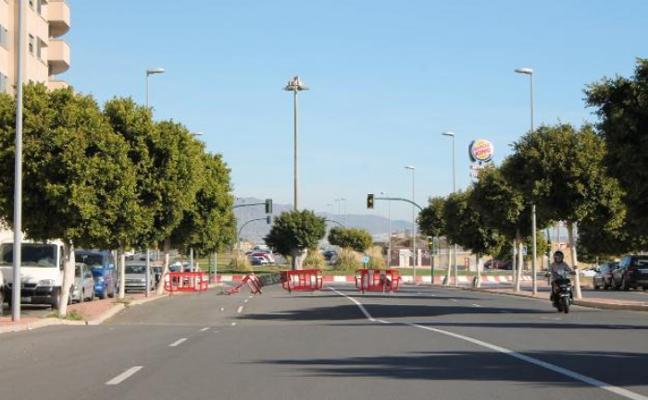Un error burocrático condena a la calle hundida de Torrecárdenas a esperar más