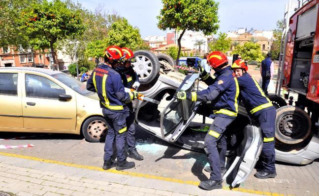 150 bomberos aprenden cómo hacer rescates en intervenciones especiales