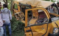 Al menos 11 niños mueren en la India por el choque entre un tren y un autobús escolar
