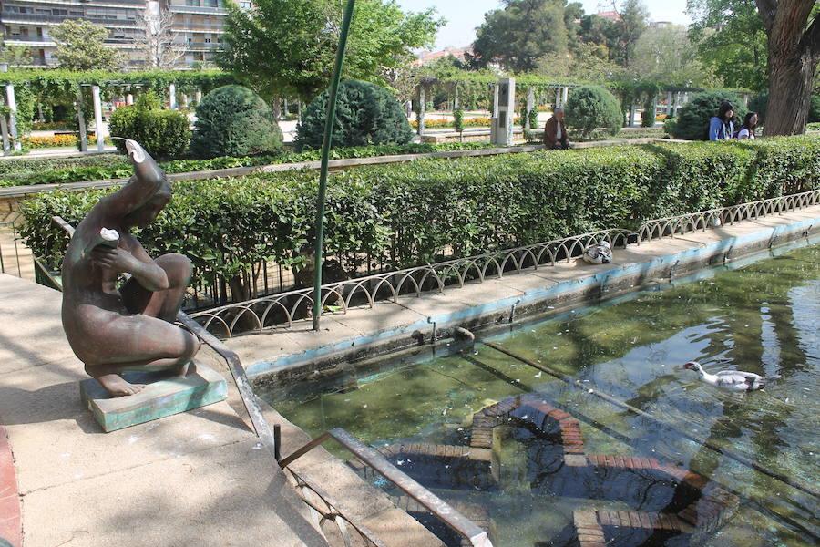 Aparece una 'misteriosa' estatua en el parque de la Concordia de Jaén