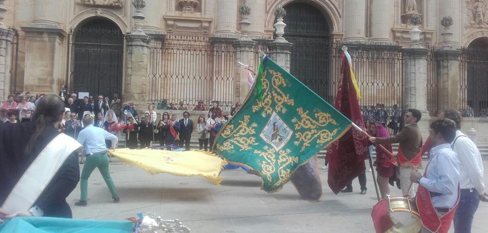 Desfile por las calles de Jaén antes de subir al Cerro