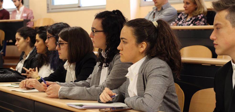 70 alumnos de Secundaria debaten sobre el uso de la tecnología en la Educación