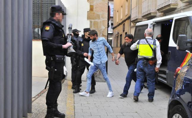 A la cárcel los dos líderes de la agresión en Linares-Baeza a la Policía, padre e hijo, y desterrados otros cinco