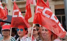 Unas 3.000 personas participan en Almería en un 1º de Mayo gris