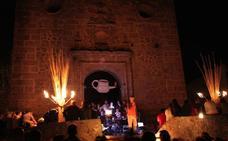 Almócita celebra 'La noche de los candiles' con música folk, danza, talleres y el «candil más grande del mundo»