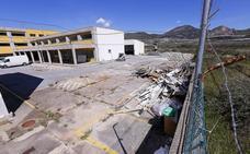 Arrancan las obras para convertir el pabellón militar de Motril en un centro de inmigrantes