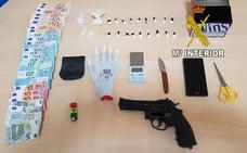 'Cazado' vendiendo cocaína junto a un colegio de Martos