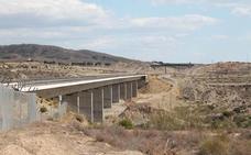 Níjar insta a Fomento a prolongar la doble vía del AVE hasta el puerto seco del municipio