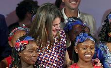 La falda del verano ya la luce la reina Letizia: ¿Dónde puedes encontrarla?