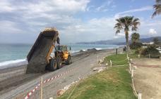 Comienzan las obras para reconstruir Playa Granada, destrozada por los temporales