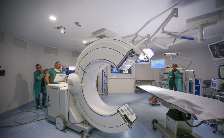 Operan a 75 pacientes con un escáner que 'supervisa' la cirugía con imágenes en 3D