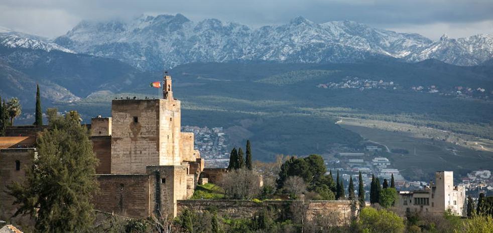Dejan en libertad con cargos a todos los detenidos por las irregularidades en la contratación de la Alhambra