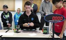 ¿El cubo de Rubik en 4,22 segundos? Él tiene el secreto para su récord mundial