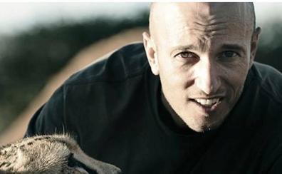 Muere un reputado director de cine por el cabezazo de una jirafa en un rodaje
