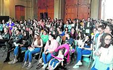 El público arropa en la Feria del Libro la presentación de Javier Castillo