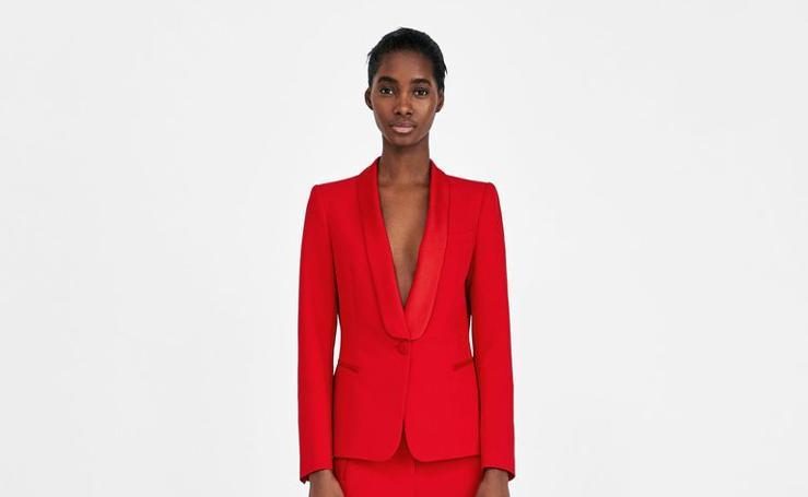 Así es el traje rojo de Amaia que ha causado sensación