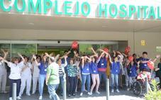 El Complejo Hospitalario de Jaén celebra el Día del Niño Hospitalizado con el lanzamiento de besos y con un baile