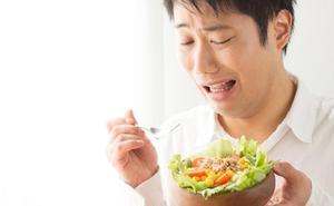 5 claros errores al comer ensaladas que te hacen engordar, según los expertos