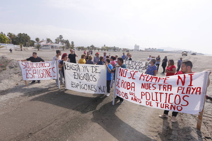 Cuarto día de protestas en Motril contra el traslado de arena en las playas