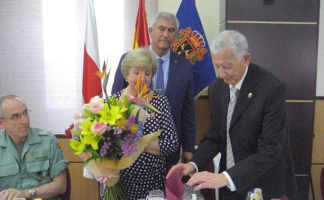 Homenaje de despedida al coronel de los 'veteranos' Nicolás Puertas