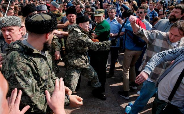 Las salvajadas de los cosacos que alarman al mundo entero