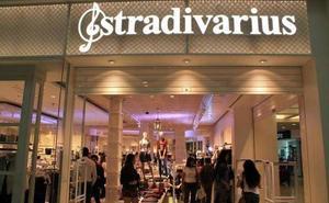 Las 'refrescantes' y llamativas camisetas de Stradivarius con Coca-Cola que ya arrasan