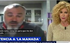 «Dijo en clase que le molestaba el ruido del boli y además mi escote», una alumna del profesor que critica a la víctima de 'La Manada'