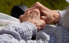 Auxilian en sus hogares a dos ancianas que llevaban varios días solas y en «mal estado»