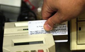 Arrestan a cinco comerciantes por el uso fraudulento de tarjetas de crédito de una decena de países