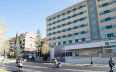 Trasladan a Traumatología a dos jóvenes tras un atropello de un coche a una moto en Albolote