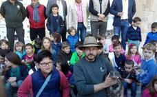 Suelta de 'Biosfera' en un acto junto a escolares