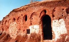 El oratorio de Rus, el único rupestre visigótico del sur de España que sale de la Lista Roja de Patrimonio